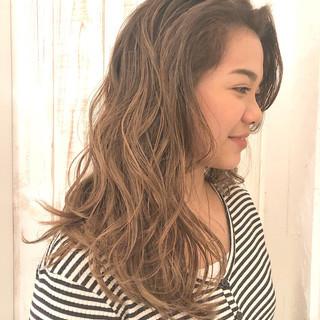 簡単ヘアアレンジ パーマ フェミニン ヘアアレンジ ヘアスタイルや髪型の写真・画像