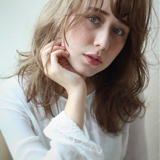 セミロング フェミニン ハイライト ガーリー ヘアスタイルや髪型の写真・画像 ヘアスタイルや髪型の写真・画像
