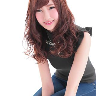暗髪 セミロング ゆるふわ 渋谷系 ヘアスタイルや髪型の写真・画像