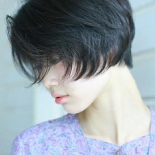 大人女子 黒髪 色気 ショート ヘアスタイルや髪型の写真・画像
