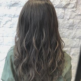 スモーキーアッシュ マット グレージュ 暗髪 ヘアスタイルや髪型の写真・画像