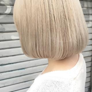 ミルクティー ボブ フリンジバング 色気 ヘアスタイルや髪型の写真・画像
