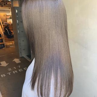 ロング トリートメント 艶グレーベージュ うる艶カラー ヘアスタイルや髪型の写真・画像