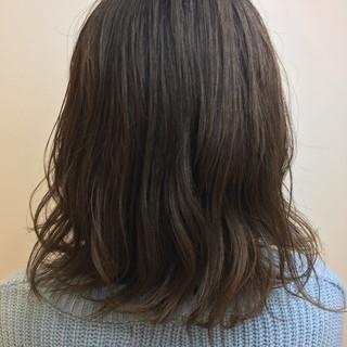 ショートヘア レイヤーカット ミニボブ 大人ハイライト ヘアスタイルや髪型の写真・画像