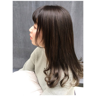 ミディアム 春ヘア くすみカラー オリーブグレージュ ヘアスタイルや髪型の写真・画像