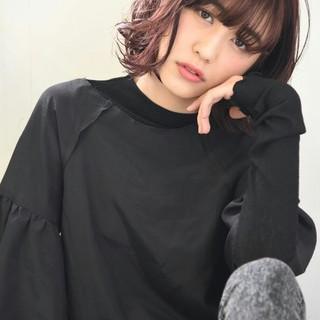 レッド 透明感 外国人風 ピンク ヘアスタイルや髪型の写真・画像