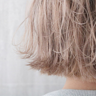 外国人風カラー ミルクティーベージュ 切りっぱなしボブ ショート ヘアスタイルや髪型の写真・画像 ヘアスタイルや髪型の写真・画像
