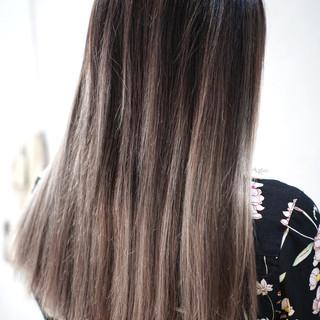 グレージュ ローライト 外国人風カラー バレイヤージュ ヘアスタイルや髪型の写真・画像