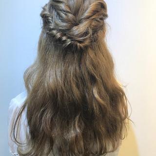 ロング ハーフアップ ガーリー ヘアアレンジ ヘアスタイルや髪型の写真・画像 ヘアスタイルや髪型の写真・画像