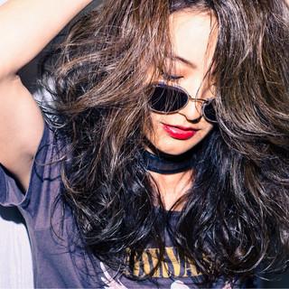 アンニュイ 巻き髪 アッシュ ロック ヘアスタイルや髪型の写真・画像