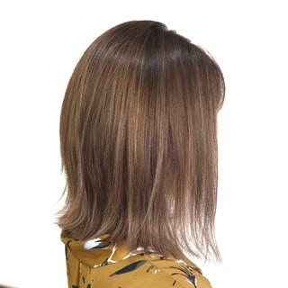 透明感 ボブ 切りっぱなし ミルクティーベージュ ヘアスタイルや髪型の写真・画像