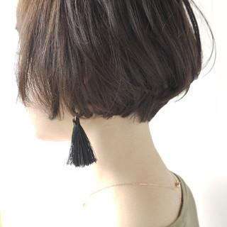 オリーブアッシュ 小顔 ボブ エレガント ヘアスタイルや髪型の写真・画像