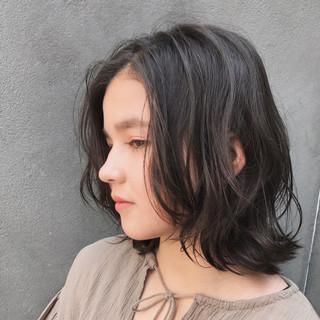 ウェーブ リラックス アンニュイ ボブ ヘアスタイルや髪型の写真・画像