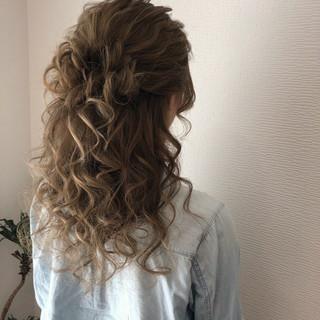 ハーフアップ セミロング フェミニン ヘアアレンジ ヘアスタイルや髪型の写真・画像