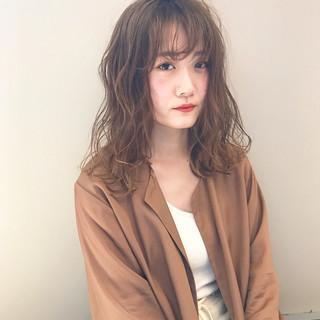 ハイトーンカラー ダブルカラー セミロング サロンモデル ヘアスタイルや髪型の写真・画像