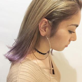 アッシュベージュ ミディアム ガーリー インナーカラー ヘアスタイルや髪型の写真・画像