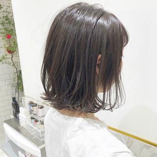 ミルクティーベージュ ミディアム 切りっぱなしボブ ショートヘア ヘアスタイルや髪型の写真・画像