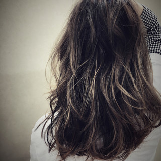 グラデーションカラー ロング ストリート アッシュ ヘアスタイルや髪型の写真・画像