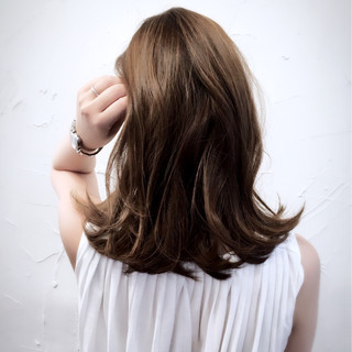 ミディアム ハイライト アッシュ くせ毛風 ヘアスタイルや髪型の写真・画像 ヘアスタイルや髪型の写真・画像