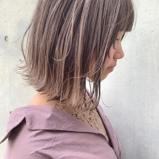 切りっぱなしボブ ショートヘア ミルクティーベージュ イルミナカラー ヘアスタイルや髪型の写真・画像 ヘアスタイルや髪型の写真・画像