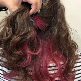 ロング ゆるふわ ナチュラル ピンク ヘアスタイルや髪型の写真・画像