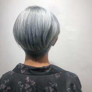 ホワイト ホワイトアッシュ ショート ホワイトシルバー ヘアスタイルや髪型の写真・画像