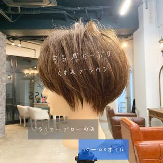 オフィス ゆるふわ ガーリー ショート ヘアスタイルや髪型の写真・画像