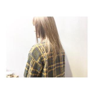 アッシュベージュ パープル ナチュラル グレージュ ヘアスタイルや髪型の写真・画像