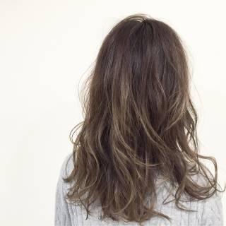 グラデーションカラー 大人かわいい ウェットヘア セミロング ヘアスタイルや髪型の写真・画像