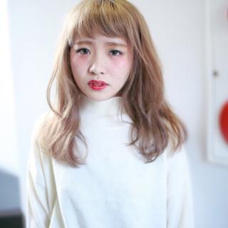 セミロング ゆるふわ ベージュ 外国人風 ヘアスタイルや髪型の写真・画像 ヘアスタイルや髪型の写真・画像