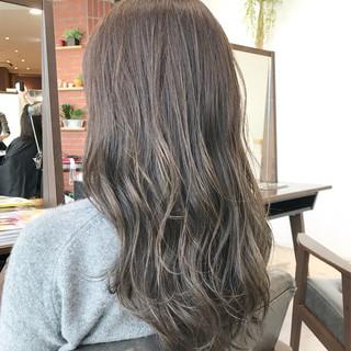 前髪あり セミロング グレージュ フェミニン ヘアスタイルや髪型の写真・画像 ヘアスタイルや髪型の写真・画像