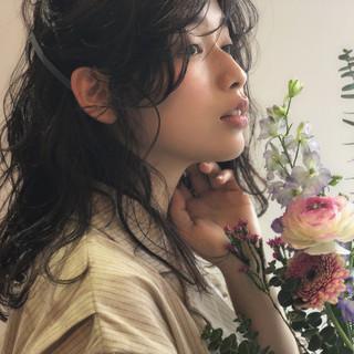 ミディアム シースルーバング ヘアアレンジ 透明感 ヘアスタイルや髪型の写真・画像 ヘアスタイルや髪型の写真・画像