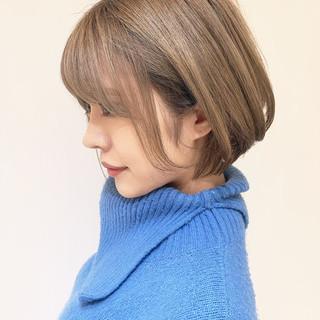艶カラー ショートボブ ガーリー ミルクティー ヘアスタイルや髪型の写真・画像