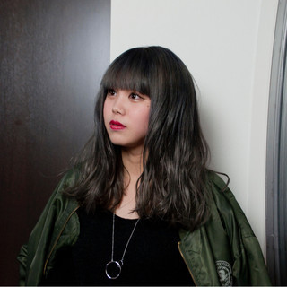 セミロング ピュア ワイドバング 外国人風 ヘアスタイルや髪型の写真・画像