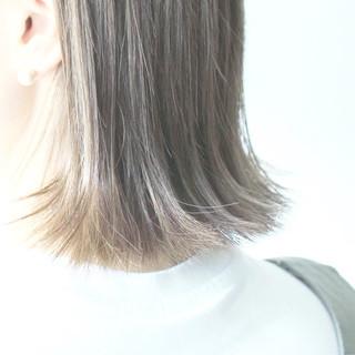 グレージュ 切りっぱなし シルバー シルバーアッシュ ヘアスタイルや髪型の写真・画像 ヘアスタイルや髪型の写真・画像
