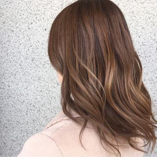 フェミニン セミロング 大人かわいい グレージュ ヘアスタイルや髪型の写真・画像