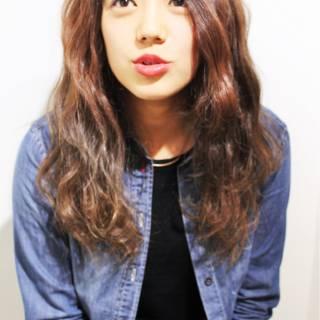 セミロング ゆるふわ 外国人風 ストリート ヘアスタイルや髪型の写真・画像