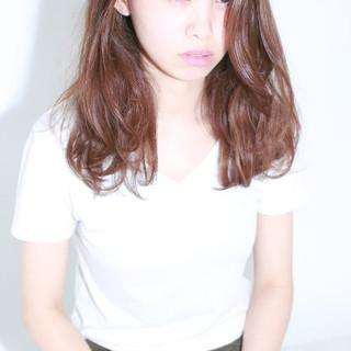 フェミニン ストレート ベージュ ナチュラル ヘアスタイルや髪型の写真・画像 ヘアスタイルや髪型の写真・画像