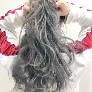 ストリート グレージュ アッシュグレー シルバーアッシュ ヘアスタイルや髪型の写真・画像