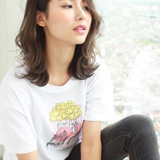 外国人風 デート グレージュ 冬 ヘアスタイルや髪型の写真・画像 ヘアスタイルや髪型の写真・画像