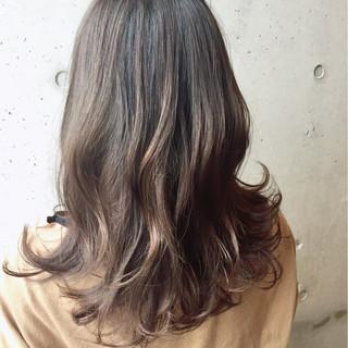 イルミナカラー セミロング ナチュラル ゆるふわ ヘアスタイルや髪型の写真・画像