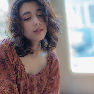 リラックス ミディアム フェミニン ナチュラル ヘアスタイルや髪型の写真・画像
