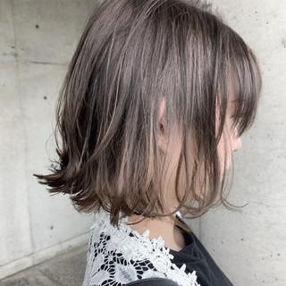 切りっぱなしボブ 透明感カラー ブリーチ必須 グレージュ ヘアスタイルや髪型の写真・画像
