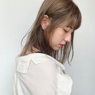 ミディアム アンニュイほつれヘア ヘアメイク 外国人風カラー ヘアスタイルや髪型の写真・画像