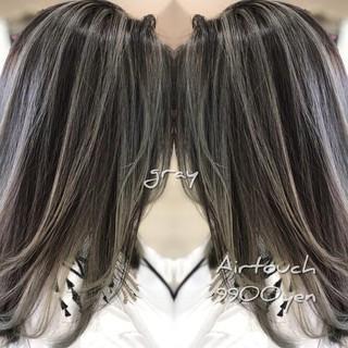エレガント ミルクティーグレージュ 3Dハイライト バレイヤージュ ヘアスタイルや髪型の写真・画像