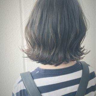 外国人風 ブルージュ くせ毛風 グレージュ ヘアスタイルや髪型の写真・画像