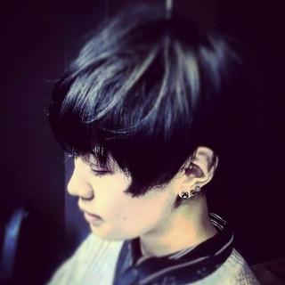 坊主 モード メンズ 刈り上げ ヘアスタイルや髪型の写真・画像
