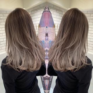 バレイヤージュ ミディアム ハイライト コンサバ ヘアスタイルや髪型の写真・画像