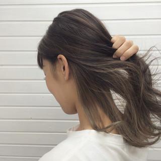 透明感 アッシュグレージュ ストリート インナーカラー ヘアスタイルや髪型の写真・画像