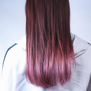 ベリーピンク グラデーションカラー ロング ナチュラル ヘアスタイルや髪型の写真・画像